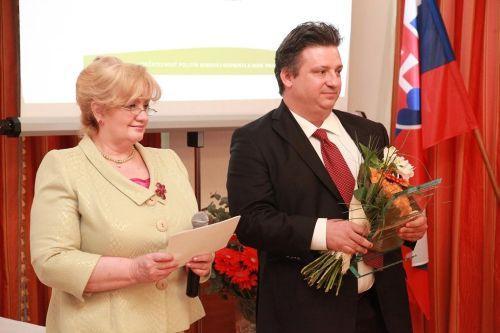 1.miesto Accenture, spol. s r.o. Bratislava, ocenenie prevzal Nicolas Moschatos - riaditeľ pre ľudské zdroje