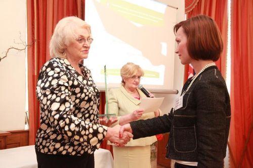 1.miesto GlaxoSmithKline Slovakia, spol. s r.o. Bratislava, ocenenie prevzala Jana Palenčárová - personálna riaditeľka