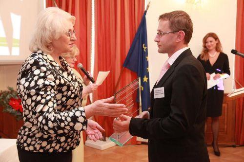1.miesto IBM International Services Center spol. s r.o. Bratislava, ocenenie prevzal Roman Brestovanský - generálny riaditeľ IBM Slovensko