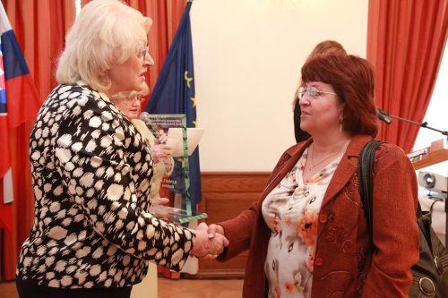 2.miesto Slovnaft, a.s. Bratislava, ocenenie prevzala Mária Vinceová - predsedníčka komisie starostlivosti o zamestnancov v odborovej organizácii, ZO ECHOZ v skupine Slovnaft