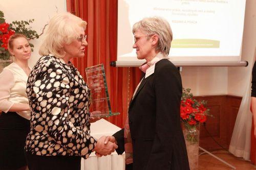 3.miesto Aquastyl, spol. s r.o. Považská Bystrica, ocenenie prevzala Viera Jankejechová - ekonómka firmy