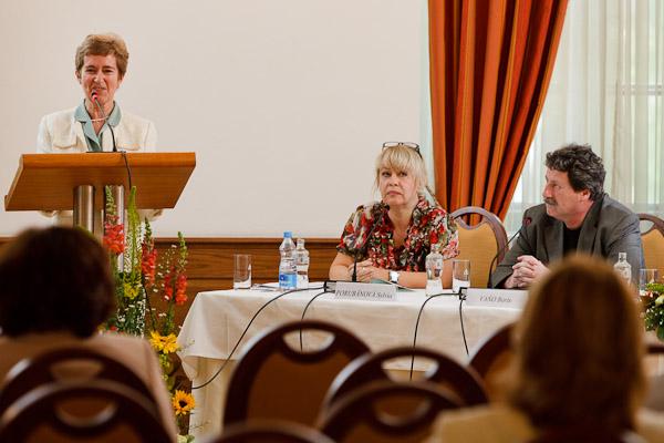 Panelisti a panelistky prvého panelu, Zľava: Zora Bútorová, IVO; Sylvia Porubänová, zástupkyňa riaditeľky IVPR; Boris Vaňo, INFOSTAT, Výskumné demografické centrum