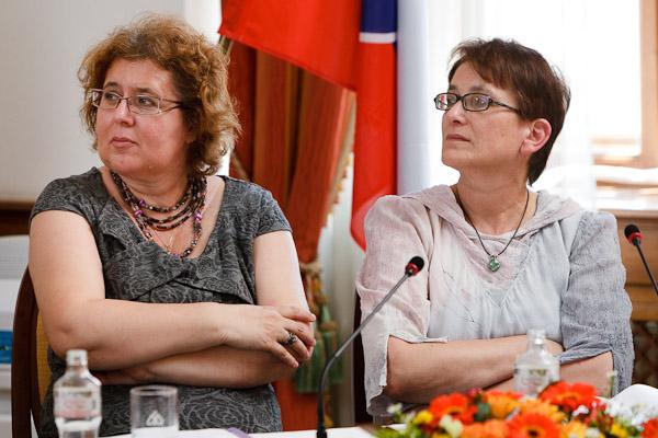 Zľava: Ľudmila Ivančíková, generálna riaditeľka sekcie sociálnych štatistík a demografie, Štatistický úrad; Jarmila Filadelfiová, Inštitút pre verejné otázky